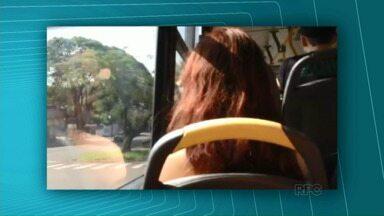 Passageiros reclamam de falta de segurança em ônibus do transporte coletivo em Umuarama - Com a catraca liberada aos domingos, motoristas contam que vândalos usam drogas e até já soltaram bombinha dentro dos ônibus.