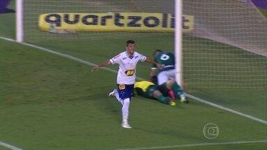 Cruzeiro vence o Goiás e fica a seis pontos do G-4 do Campeonato Brasileiro - Cruzeiro vence o Goiás e fica a seis pontos do G-4 do Campeonato Brasileiro
