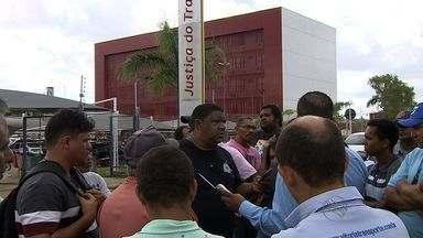 Ex-funcionários do Grupo Bomfim pedem pagamento de rescisões - Ex-funcionários do Grupo Bomfim pedem pagamento de rescisões.