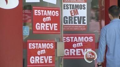 Depois de 20 dias de greve, atendimento nos bancos devem ser retomados - Das 339 agências da região, 378 ficaram fechadas