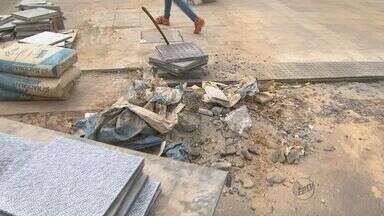 Obras do calçadão em Ribeirão Preto, SP, não têm prazo para serem encerradas - Região central da cidade, importante via de comércio, vai passar pelo quarto natal em obras.