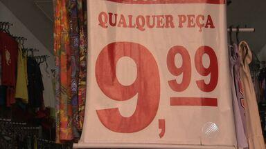 Reportagem mostra produtos comprados com R$ 10 - Com a inflação alta, o dinheiro perde valor. Veja o que é possível comprar na Avenida Sete com esse valor.