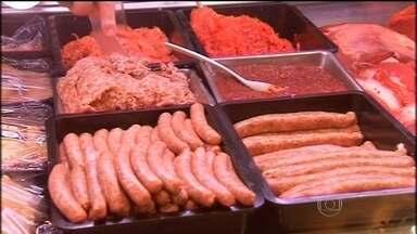 Consumo exagerado de carne processada pode causar câncer - Segundo o alerta da Organização Mundial da Saúde, salsicha, linguiça, presunto e bacon são os principais vilões.