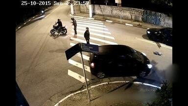 Vítimas lembram arrastões em SP: 'Vieram todos na minha direção' - Câmeras de segurança registraram a ação dos bandidos. Moradores reclamam da falta de policiamento constante na esquina do bairro do Morumbi.