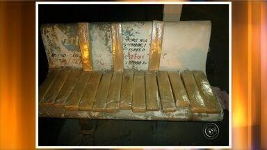 Polícia Rodoviária apreende 18 quilos de maconha durante fiscalização em Assis - A Polícia Rodoviária apreendeu 18 quilos de maconha durante uma fiscalização na rodovia Raposo Tavares, em Assis (SP). A droga estava com uma mulher, que viajava de carona em um caminhão.
