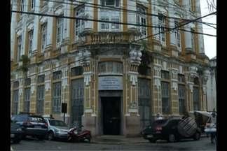 Representante de fábrica de joias é alvo de sequestro em Belém - Os três homens abordaram vítima quando ela buscava filha no colégio.
