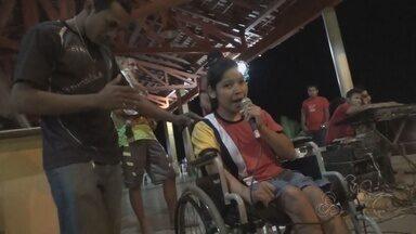 Em Nova Olinda do Norte, no AM, alunos com deficiência participam de festival - Crianças fazem parte do boi 'Trovão', agremiação criada pela fundação Pestalozzi.