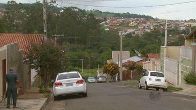 Quadrilha rende família de PM durante assalto em São José do Rio Pardo - Seis homens armados invadiram casa no Jardim Santa Marina às 23h. O Sargento conseguiu se soltar, atirou e atingiu três suspeitos durante a ação.