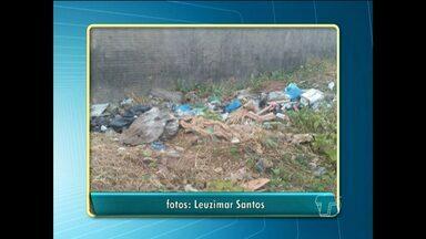 Telespectadores reclamam de más condições rua e lixo jogado em terreno - Fotos foram enviadas na manhã desta quinta-feira (5).