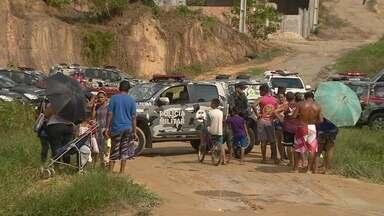 Policiais cumprem reintegração de posse em área invadida em Manaus - Local é conhecido como Comunidade do Puraquequara. Aproximadamente 30 famílias ocupam ilegalmente o terreno.