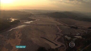 Globocop sobrevoa distritos destruídos por rompimento de duas barragens perto de Mariana - Uma morte foi confirmada nesta quinta-feira (5); ainda não há dados sobre desaparecidos.