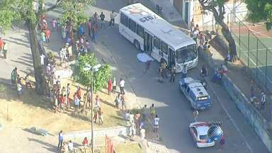 Acidente causa engarrafamento no bairro do Calabetão - Radar mostra como está o trânsito em vários pontos da capital baiana.