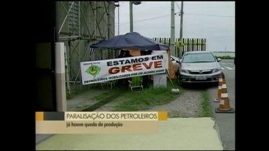 Petroleiros realizam mobilização em Rio Grande, RS - Trabalhadores estão reunidos em frente ao terminal da Transpetro.