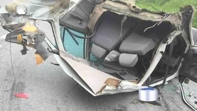 Três pessoas tiveram ferimentos leves em acidente da SP-123 - Acidente foi no trecho de Pindamonhangaba.