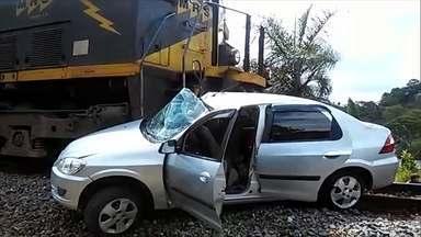 Carro enguiça em cima da linha do trem e família vive dia de pavor - Trem arrastou veículo por 170 metros e bisavó não resistiu aos ferimentos. Eles voltavam para Juiz de Fora depois de passar feriado no interior de MG.