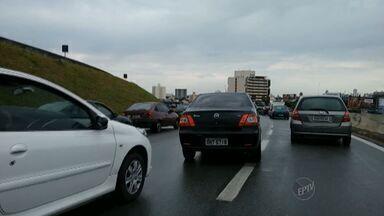 Dois acidentes na Avenida Prestes Maia complicam o trânsito em Campinas - Em ambos os casos ninguém ficou ferido, mas o trânsito ficou lento.