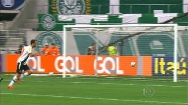 Vasco derrota o Palmeiras e deixa a lanterna do Campeonato Brasileiro - O Vasco venceu por 2 a 0 e pode deixar a zona de rebaixamento na próxima rodada. O Flamengo goleou o Goiás por 4 a 0 e colocou fim na sequência de jogos sem vitórias.