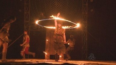 Artistas circenses dão duro antes do trabalho em circo instalado em Manaus - Trabalho em circo anima pessoas de todas as idades há décadas.