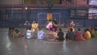 Atores se reúnem para mostra de teatro ao ar livre, em Manaus - Proposta é incentivar o teatro de rua na capital.