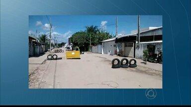 Moradores do Valentina,em João Pessoa, protestam contra a falta de infraestrutura - Os moradores reclamam a ausência de asfalto em algumas ruas.