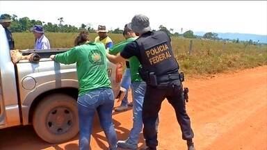 Garimpeiros têm até quarta-feira (11) para deixar a Serra da Borda, no MT - Cento e cinquenta policiais devem ocupar a área na quinta-feira (12). Desde o fim de semana, os garimpeiros só podem entrar na região para recolher ferramentas e objetos pessoais.