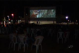 Mostra de cinema itinerante do Ceará chega às cidades de Missão Velha e Jardim - Confira na reportagem de Biana Alencar.