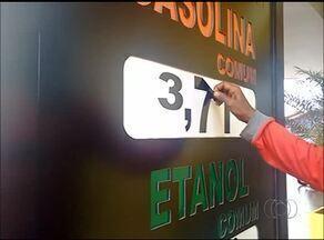 Moradores de Araguaína fazem fila em postos de gasolina com medo da escassez do produto - Moradores de Araguaína fazem fila em postos de gasolina com medo da escassez do produto