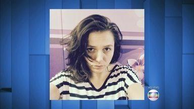 Monica Iozzi aparece em foto sem maquiagem, antes do programa - Veja o look despojado da apresentadora antes do Vídeo Show