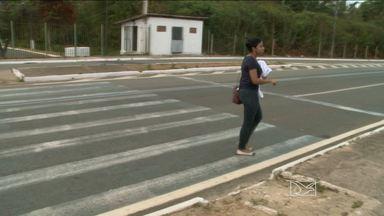 Faixas de segurança espalhadas por São Luís causam confusão aos pedestres - A falta delas também é motivo de reclamação.
