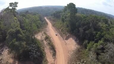 Trecho Sul da BR-156 apresenta desafios para motoristas do Amapá - Um exemplo do que apontou essa pesquisa é o trecho sul da BR-156. Uma equipe nossa fez a viagem entre Macapá e Laranjal do Jarí. E o que não faltam para os motoristas são desafios.