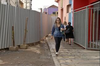 Passagem entre as ruas Bráz Cubas e Ricardo Vilela é liberada e comerciantes comemoram - Além disso, quem passa pela região para ter acesso ao trem também ficou contente com a mudança.