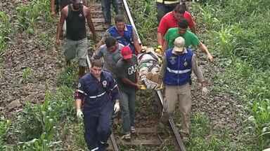 Trem bate em carro e duas pessoas ficam feridas - Veja esta e outras notícias que foram destaque no estado hoje (10/11).