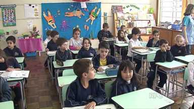 Idade de corte no ensino fundamental não é exigida no Paraná - Estado é o único do país a não seguir determinação do Plano Nacional de Educação