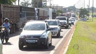 Caminhoneiros seguem com protestos em rodovias de MS - As manifestações continuaram na BR-463 e em dois pontos da BR-267, além da MS-276. Os caminhoneiros são contra o aumento de combustíveis e de pedágio.