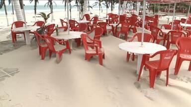 Areia da praia toma conta de várias avenidas da orla de São Luís - Areia da praia toma conta de Avenida Litorânea