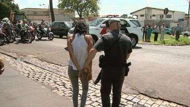 Menores são detidos com drogas após perseguição em Ribeirão Preto, SP - Casal atingiu veículo na zona norte de Ribeirão enquanto fugia da polícia.
