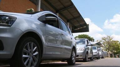 Taxistas de Barbacena vão passar por curso de capacitação - Objetivo é melhorar serviço oferecido na cidade.Aulas começam na próxima segunda (12); ao final, haverá certificado.