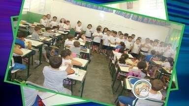 Escolas estão resgatando hábito de troca de cartas - Crianças participam de projeto em São José.