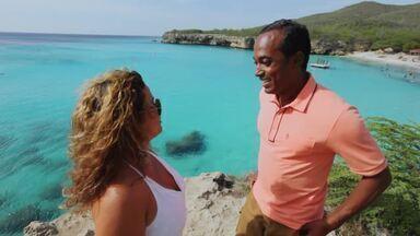 Hoje é dia de...Curaçao - Alexandre Henderson desembarca em Curaçao, no Caribe, para desbravar a ilha de 150 mil habitantes e colonização holandesa. O apresentador conversa com uma guia turística – por coincidência, uma brasileira que mora na capital, Willemstad.