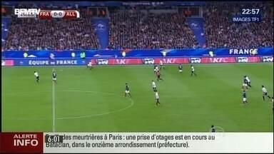 Primeiras explosões foram ouvidas no estádio de futebol onde jogavam França e Alemanha - O presidente da França, François Hollande, estava no estádio de futebol, e foi retirado do local pelos seguranças. Centenas de pessoas ficaram feridos e mais de 120 mortos.