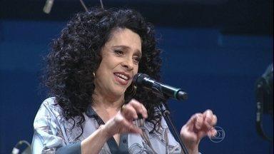 Reynaldo Gianecchini recebe uma cantada de Gal Costa - Ator conta que primeiro show de sua vida foi da cantora