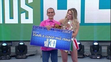 Cadelinha Rica e adestrador Toninho vencem o 'Se Vira nos 30' e ganham R$ 25 mil - Dupla é a mais elogiada pelo auditório do 'Domingão'