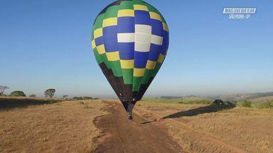 Voando De Balão Com A Cadeirinha