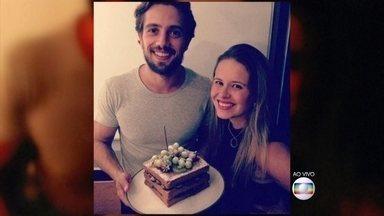 Rafael Cardoso comemorou aniversário de 30 anos com a mulher Mariana Bridi - Ator postou foto do seu bolo de aniversário nas redes sociais