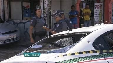 Suspeito de assalto é baleado após perseguição policial em São Paulo - Os criminosos roubaram casa em Osasco e fugiram com carro da vítima. Um suspeito foi baleado durante troca de tiros e outro foi preso.