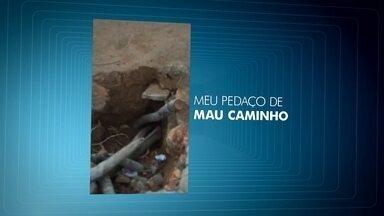 Dois buracos complicam a vida dos moradores do Guará - Os buracos estão um atrás do outro, bem no meio de um trajeto muito usado pelos pedestres. A telespectadora Renata Pereira fez um vídeo para mostrar o problema.