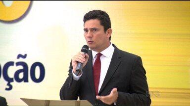 Juiz Sérgio Moro participa de ato contra a corrupção em Maringá - A manifestação foi realizada por representantes de várias religiões.