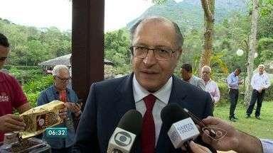 Alckmin participa de encontro de lideranças no ES - Durante o fim de semana, políticos e empresários capixabas discutiram o futuro do estado e do país num encontro que aconteceu no distrito de Pedra Azul.