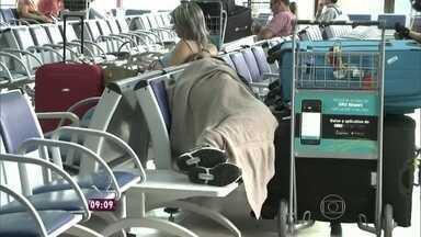 Mais Você mostra o pesadelo de quem precisa esperar horas nos aeroportos - Repórter Fabricio Battaglini flagrou dorminhocos pelos terminais