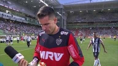 Victor fala sobre a defesa no empate em 2 a 2 com o Goiás - Goleiro acredita que erros começam antes da defesa